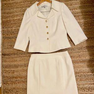 Tahari 2 piece jacket and skirt size 8 US